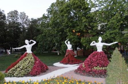 Танцовщицы в Геленджике