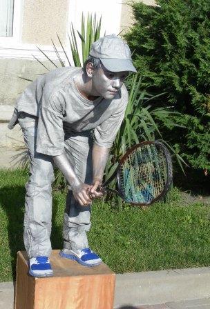 Ожившая скульптура теннисиста
